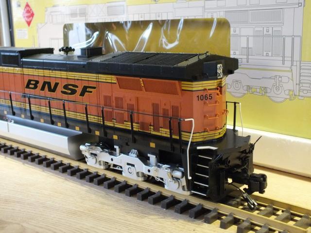 DSCF0700_Dash 9 BNSF Swoosh_