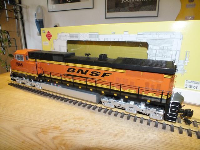 DSCF0702_Dash 9 BNSF Swoosh_